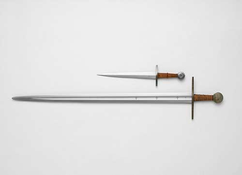 Quelle différence y a-t-il entre l'épée et le poignard