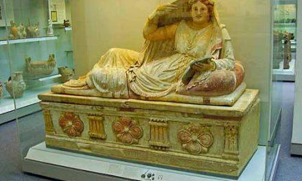 Quelle est la difference entre the Etruscans et the Romans