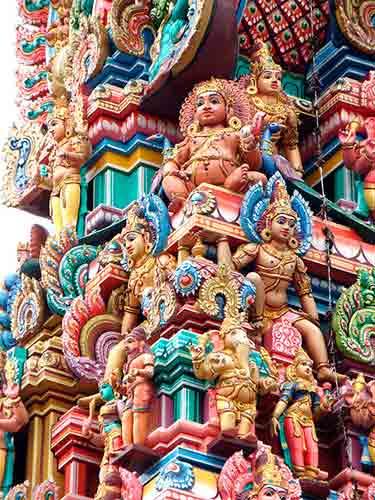 Qué diferencia hay entre la religión védica y el hinduismo