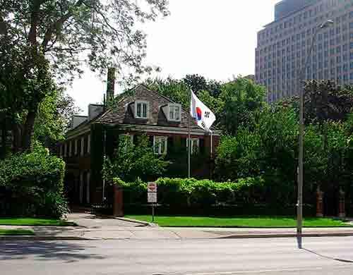 Quelle est la différence entre ambassade et consulat