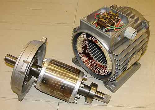 Quelle est la différence entre alternateur et générateur