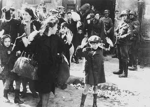 Quelle est la différence entre les crimes de guerre et les crimes contre l'humanité